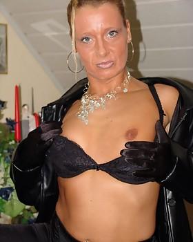 Horny Nan Bettina shows her delightful ass